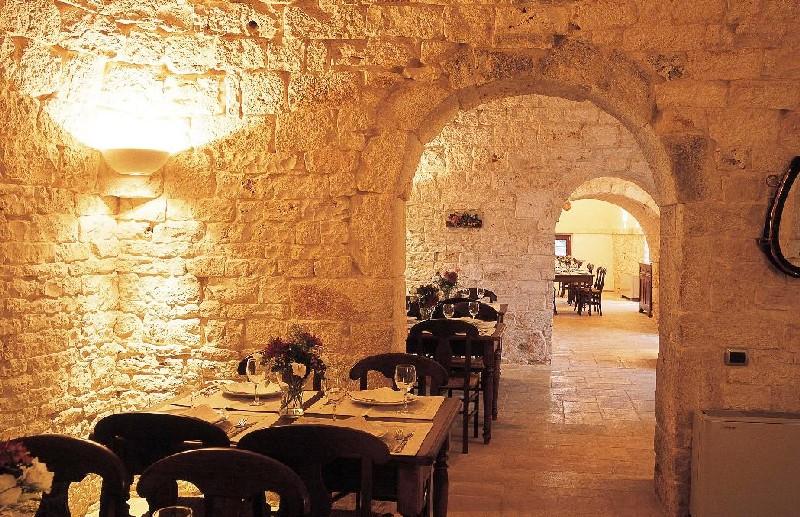 Interno ristorante I trulli Masseria Chiancone Torricella Martina Franca