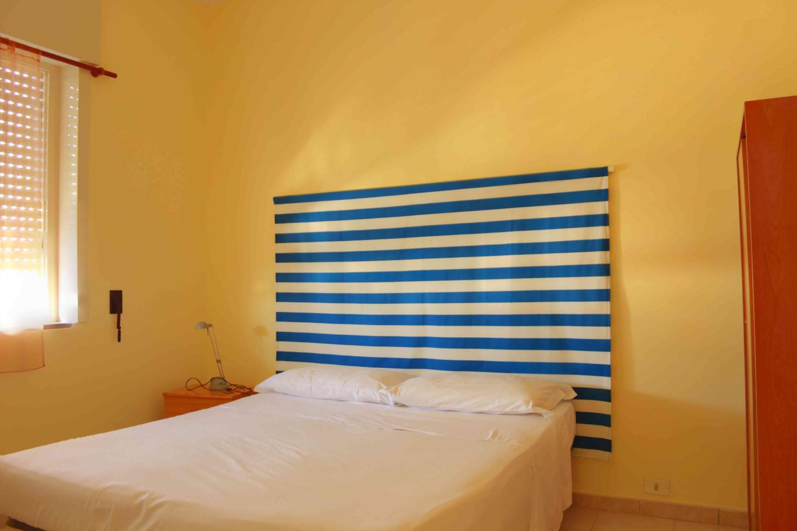 Le camere da letto degli appartamenti sono sobrie e confortevoli