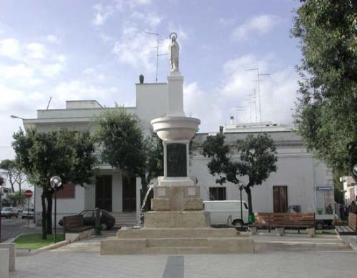 La fontana monumentale a Carmiano