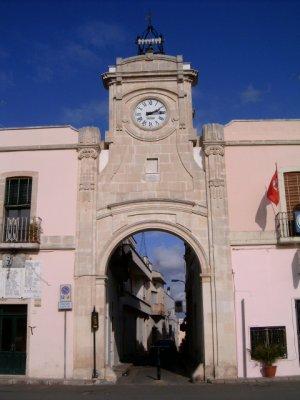Torre dell'Orologio in piazza Dante a Collepasso