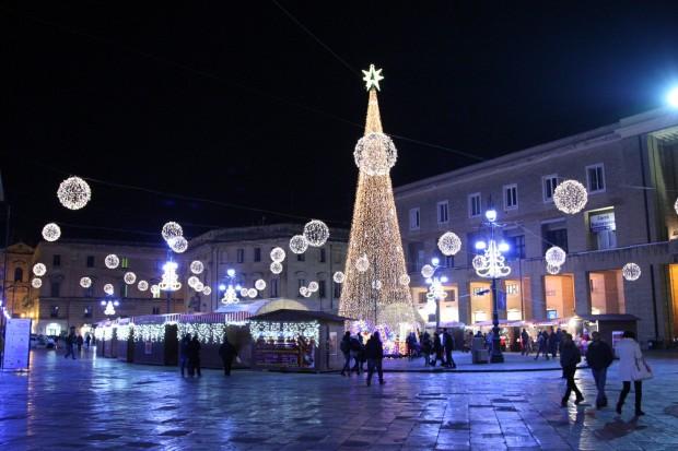 Particolare di Piazza Sant 'Oronzo addobbata