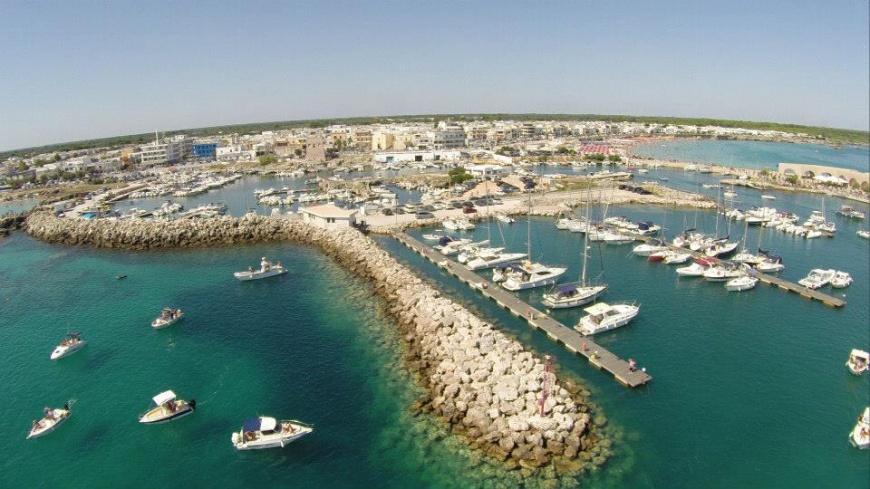 Vista aerea del porto di San Foca