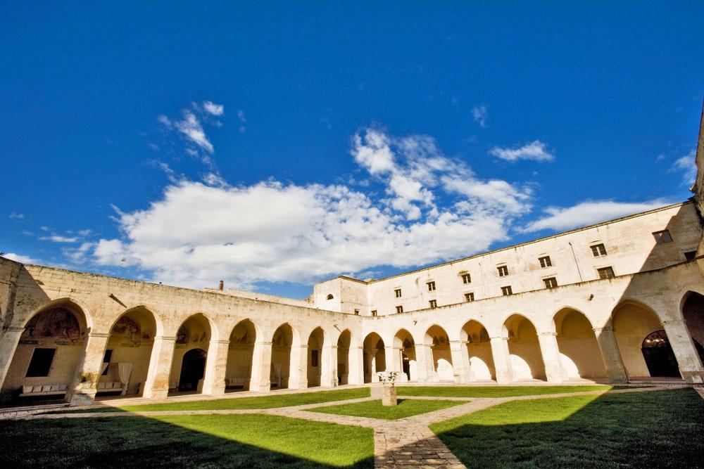 Risultati immagini per Chiostro dei Domenicani Lecce