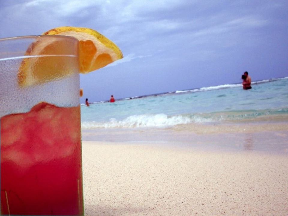 una buona bevanda fresca sulla spiaggia di Padula Bianca a Gallipoli