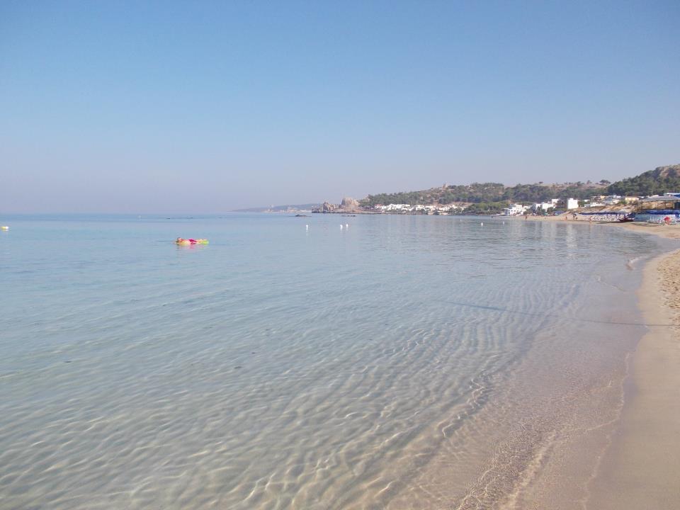 stabilimento balneare Le Canne e mare di Padula Bianca a Gallipoli (Lecce)