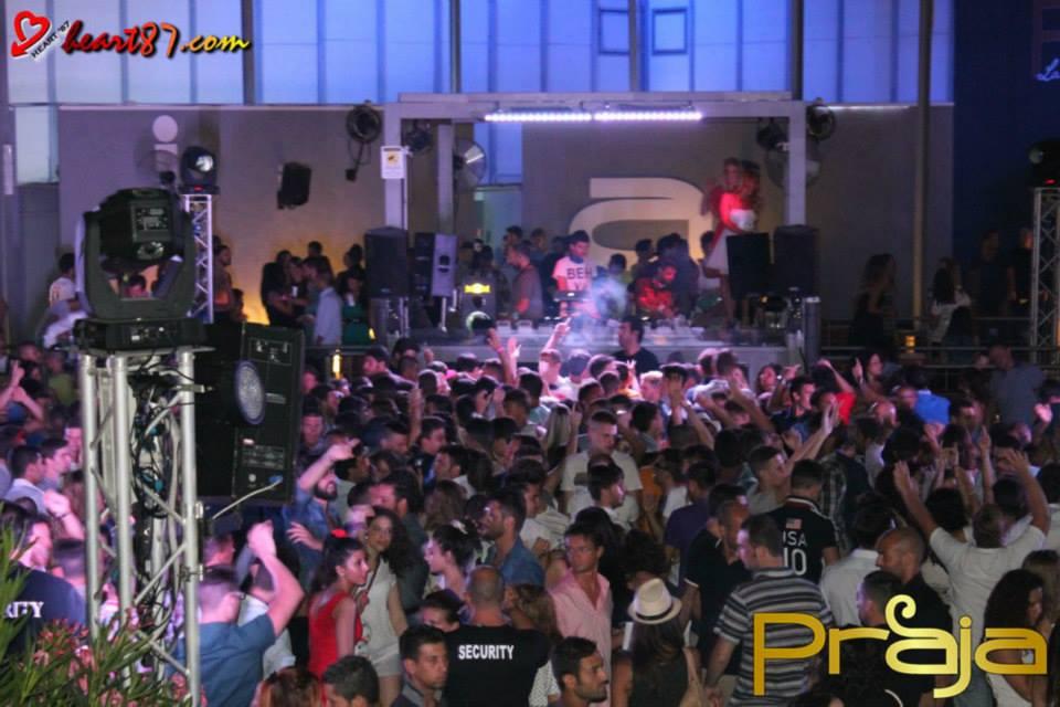 ballare alla discoteca Praja a Gallipoli (Puglia)